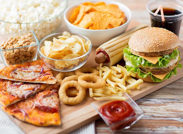Thức ăn nhanh, mặt hàng dễ kinh doanh online lợi nhuận cao