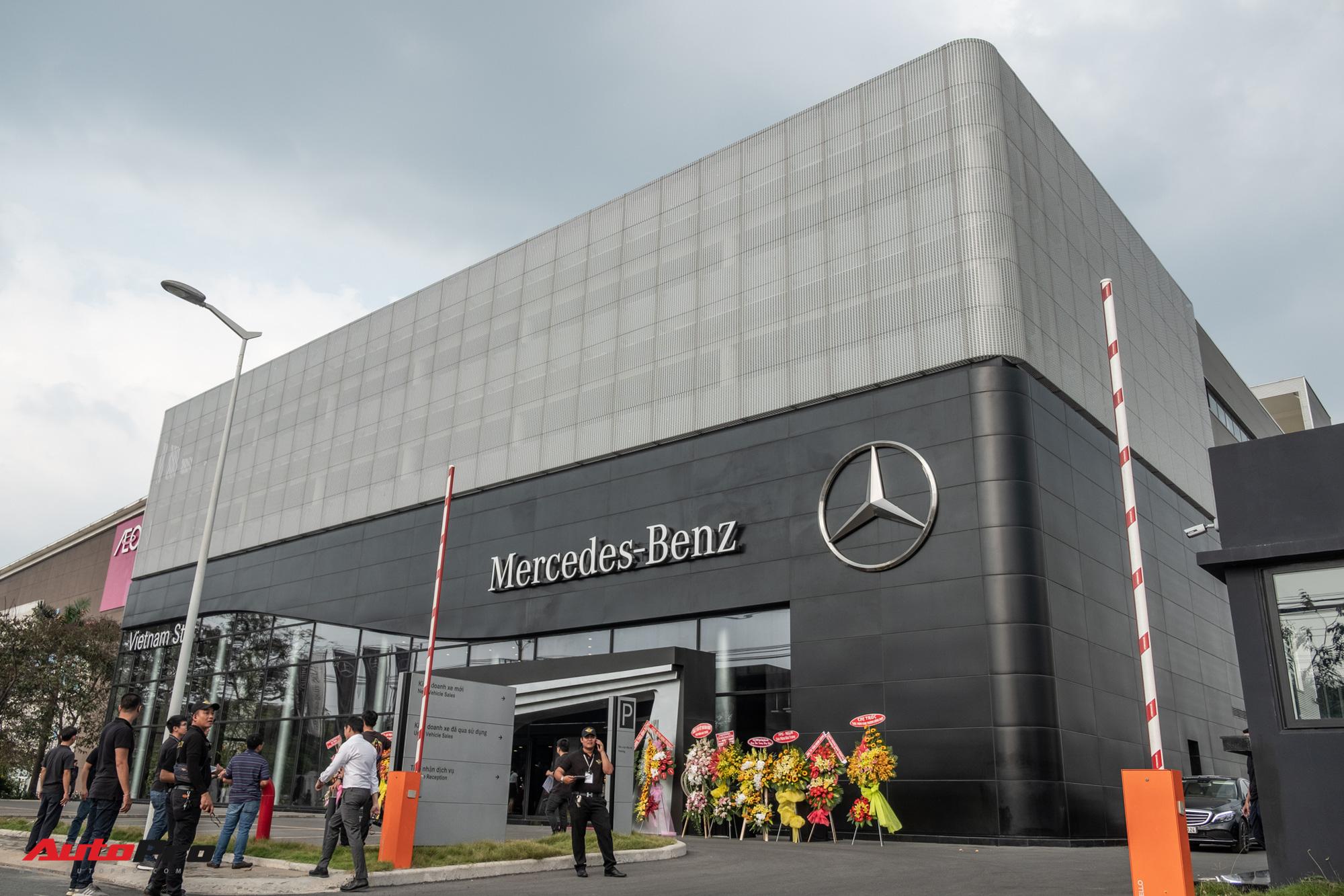 Bên trong đại lý Mercedes-Benz lớn nhất Đông Nam Á vừa khai trương ...