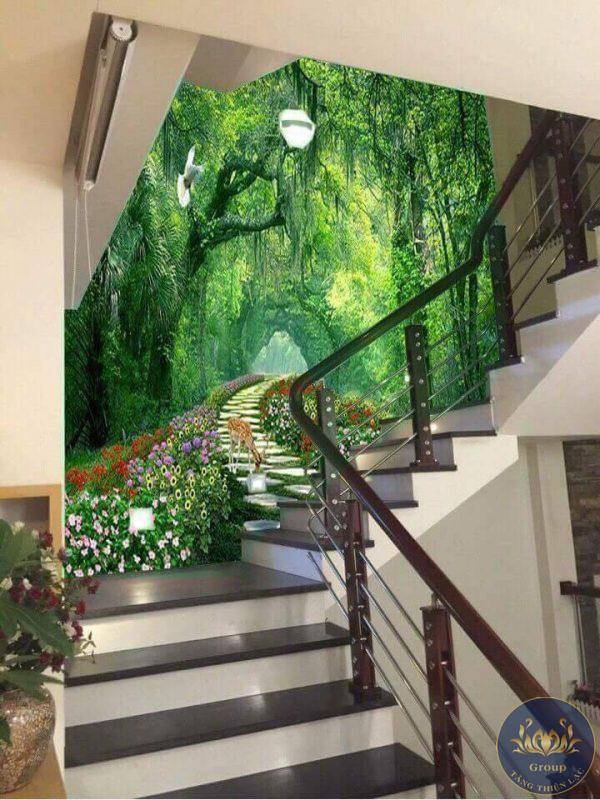 Tranh dán tường cầu thang giúp tạo nên điểm nhấn cho ngôi nhà