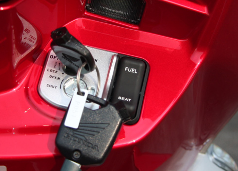 Cách sử dụng khóa từ xe máy